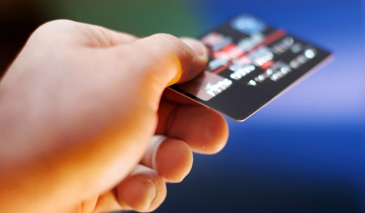 Samsung sfida Apple sulle carte di debito