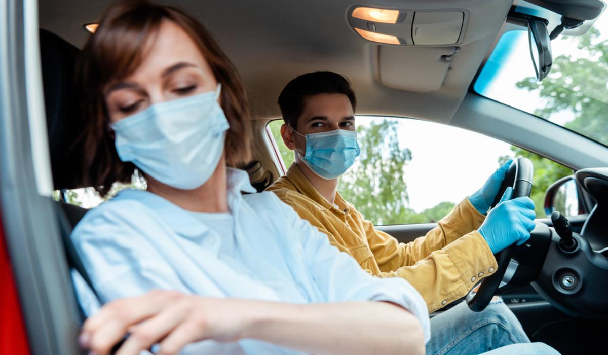 Covid: quando indossare la mascherina in auto?